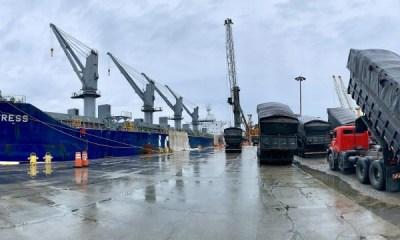 Chuvas provocam paralisação em parte das operações portuárias