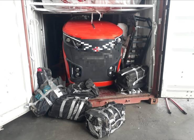 Bolsas com tabletes de cocaína foram encontradas dentro de um contêiner carregado com máquinas e peças. Foi a segunda apreensão da Receita Federal no terminal portuário.