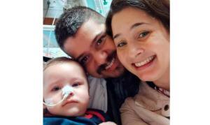 """""""Deus ouviu nossas orações"""", diz pai de bebê curado de Covid-19"""