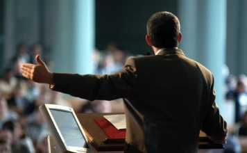 Pastor pregando