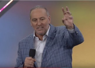 Pastor Brian Houston é o fundador da Igreja Hillsong, na Austrália