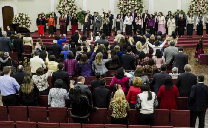 Culto na igreja Ministério Rhema