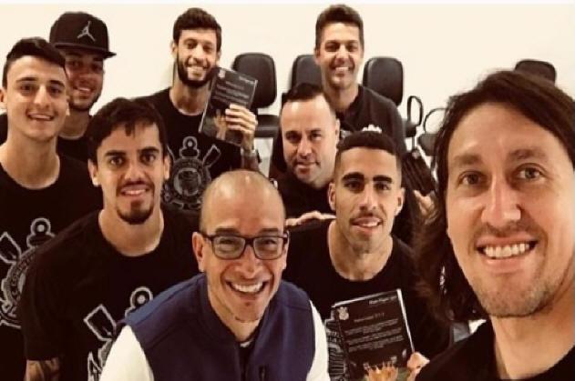 Pastor Vagner Lopes e jogadores do Corinthians