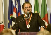 Asaph Borba durante o discurso na Assembleia Legislativa do Rio Grande do Sul, onde foi homenageado