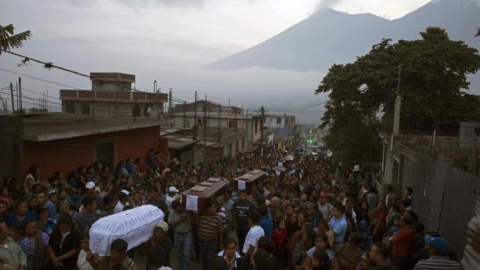 Várias pessoas morreram após a erupção de um vulcão na Guatemala