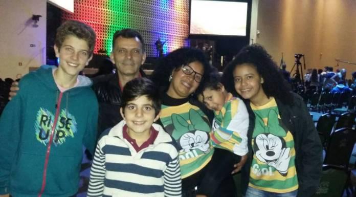 Famílias se reúnem para assistir aos jogos da seleção brasileira na Comunidade Cristã Abba