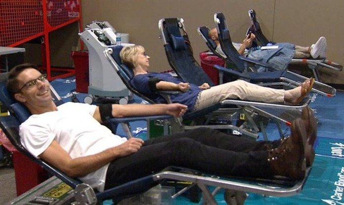 Membros da Gateway Church participam de campanha de doação de sangue.