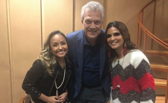 Aline Barros e Bruna Karla com Pedro Bial, no programa