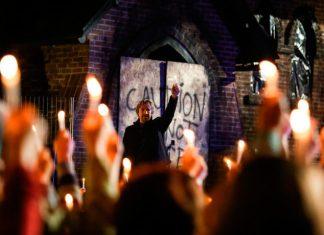 """Cena do filme """"Deus Não Está Morto - Uma Luz Na Escuridão"""""""