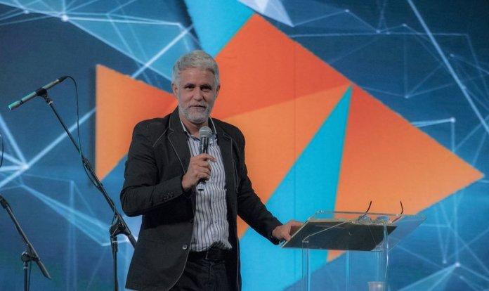 Pastor Claudio Duarte durante pregação na Expo Cristã 2018, em São Paulo. (Foto: Guiame/Marcos Paulo Corrêa)