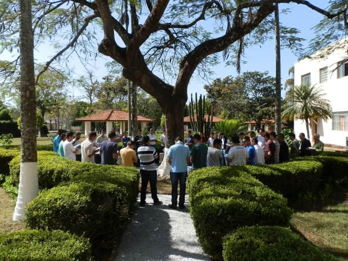 Grupo de oração em faculdade