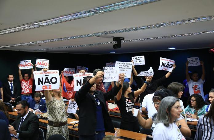 Manifestantes lotaram o plenário da comissão especial que analisa o projeto de lei da chamada Escola sem Partido (Foto: Alex Ferreira/Câmara dos deputados)