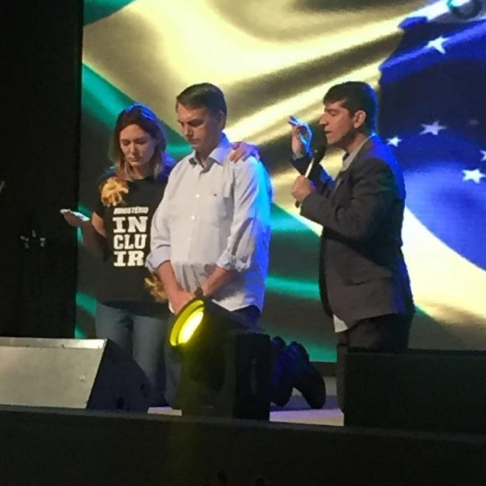 Jair Bolsonaro participa do culto de celebração, na manhã deste domingo (4), na Igreja Batista Atitude na Barra da Tijuca, na Zona Oeste do Rio de Janeiro.