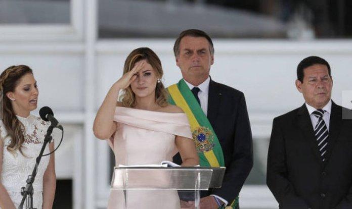 Primeira-dama Michelle Bolsonaro discursa em Libras (Língua Brasileira de Sinais) no parlatório como parte da programação da posse presidencial. (Foto: Marcelo Camargo/Agência Brasil)