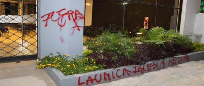 Igreja evangélica atacada por ativistas pró-aborto