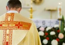 Padres são acusados de abuso sexual