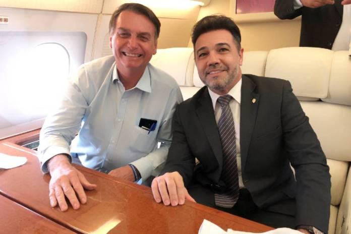 O presidente Jair Bolsonaro e Marco Feliciano (Pode-SP), em foto publicada no Twitter do deputado, na segunda (29) - Marcos Feliciano no Twitter