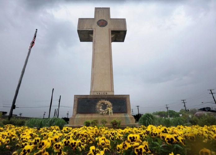 A cruz de Bladensburg é um memorial destinado a homenagear os soldados da Primeira Guerra Mundial, situada em Bladensburg, Maryland. | (Foto: Instituto da Liberdade)