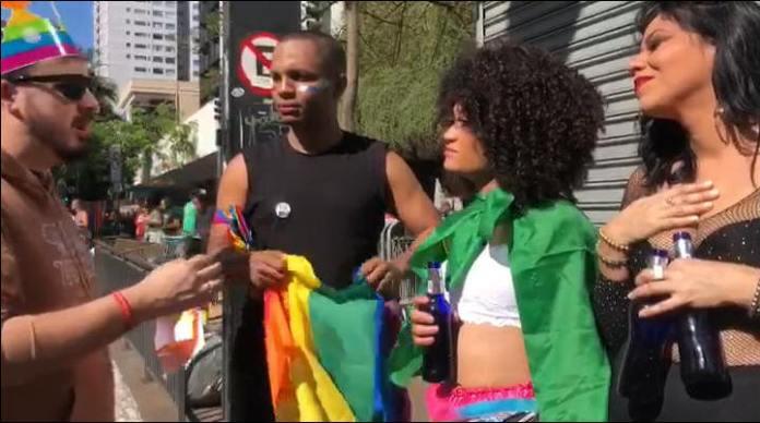 Presbítero da Igreja Renascer evangelizando na Parada LGBT 2019