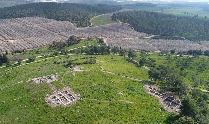 Sítio arqueológico em Khirbet a-Ra'i, onde os pesquisadores acreditam ter localizado a cidade bíblica de Ziclague. (Foto: Autoridade de Antiguidades de Israel)