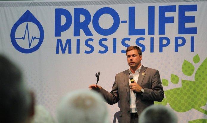 Robert Foster, candidato republicano a governador de Mississipi, em foto de campanha. (Foto: Reprodução/Twitter)