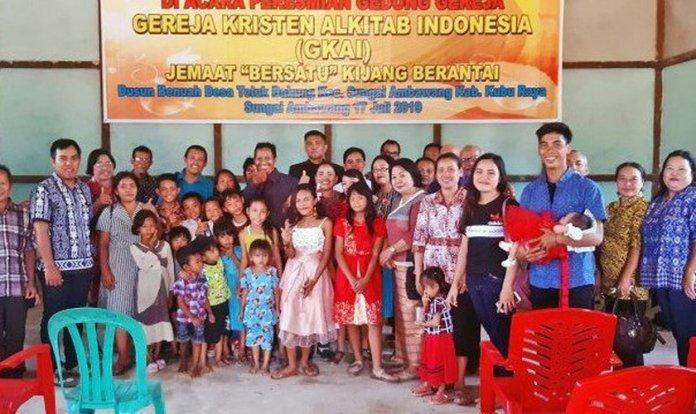 Crentes reunidos em sua congregação, na Indonésia. (Foto: Reprodução/MNN)
