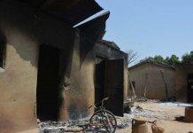 Casas em Karamai, estado de Kaduna, que foram queimadas em um ataque dos Fulani em fevereiro. (Foto: Reprodução/Barnabas Fund)