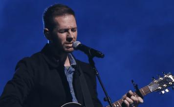 Marty Sampson, cantor, compositor e líder de adoração da Hillsong, anunciou o abandono da fé cristã