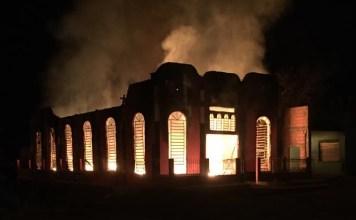 Templo da AD Madureira é consumido pelas chamas na cidade de Uruará (PA). Foto: Reprodução
