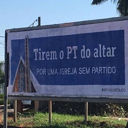 Outdoor de campanha criada por grupo de insatisfeitos com o arcebispo de Londrina (PR), dom Geremias Steinmetz Imagem: Reprodução/WhatsApp