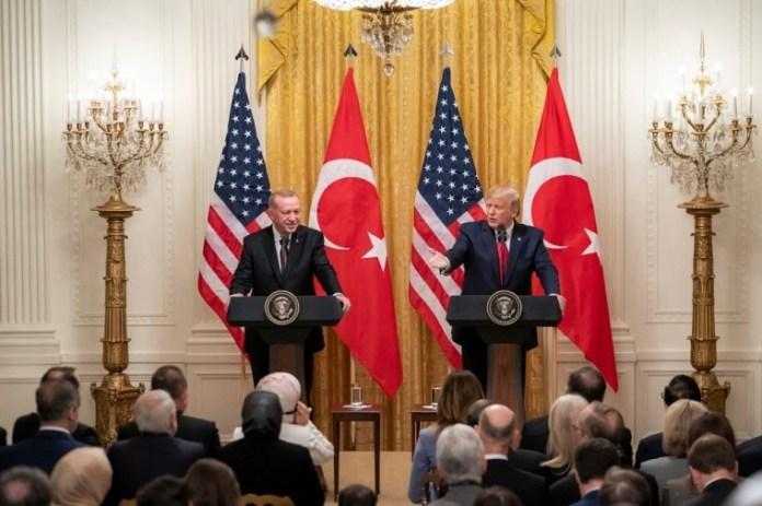 O presidente Donald Trump (D) e o presidente da Turquia Tayyip Recep Erdogan (E) participam de uma conferência de imprensa na Casa Branca em 13 de novembro de 2019.