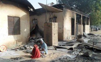 Aldeia dizimada após ataquedo Boko Haram em Dalori, no nordeste da Nigéria. (Foto: Reprodução/Irish Times)