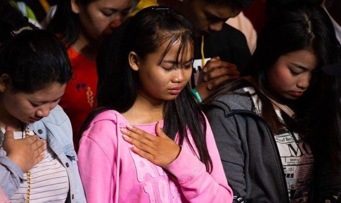 Quase 1.400 se entregaram a Jesus durante a cruzada evangelística realizada pelo pastor Franklin Graham, no Camboja. (Foto: Facebook / Franklin Graham)