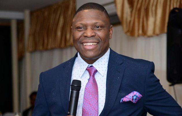 Gabriel Diya, era pastor do Open Heavens, uma igreja cristã sediada em Charlton, sudeste de Londres, com origem na Nigéria. / Facebook.