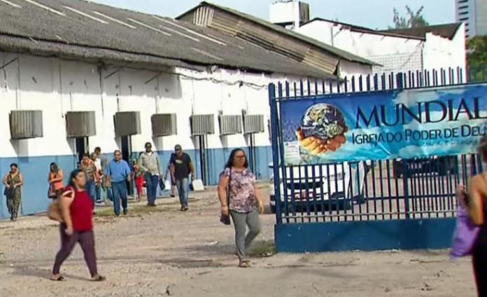 Igreja Mundial em Recife com movimentação de fiéis em meio ao decreto de proibição de aglomeração por causa do coronavírus.