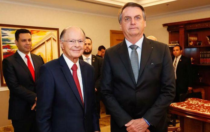 O líder da Igreja Universal, Edir Macedo, ao lado do presidente Jair Bolsonaro