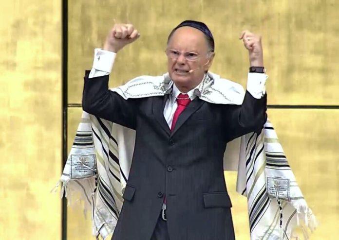Edir Macedo é líder e fundador da Igreja Universal do Reino de Deus