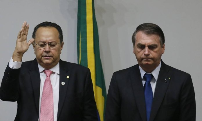 O presidente Jair Bolsonaro e o líder da bancada evangélica na Câmara, Silas Câmara. (Foto: Jorge William / Agência O Globo)