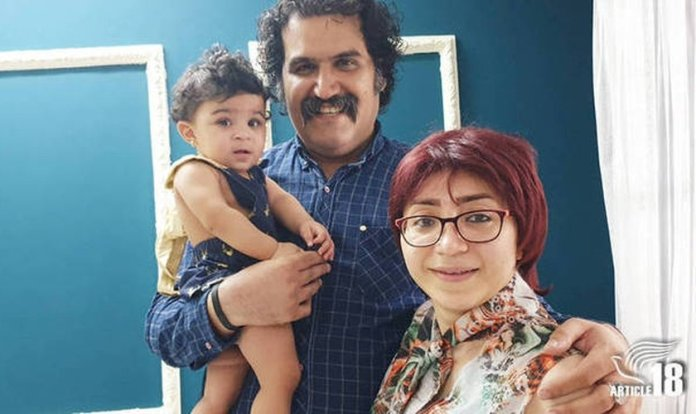 Sam Khosravi e Maryam Falahi com a filha adotiva Lydia