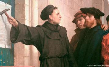 Martinho Lutero pregou suas teses na porta da igreja de Wittenberg