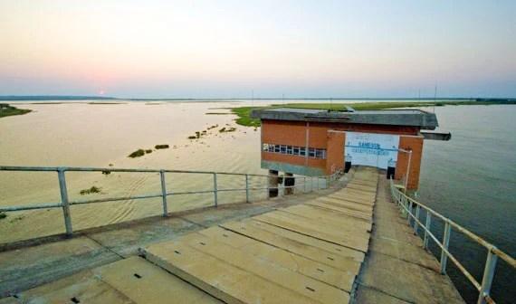 Read more about the article Prefeitura e Sanesul firmam contrato para proteção de pilares na captação de água