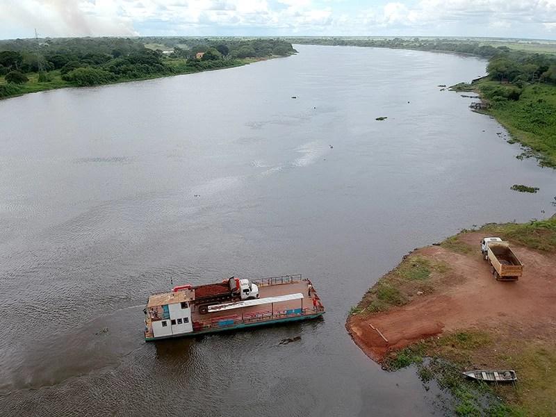 Read more about the article Caminhão carregado com minério afunda no rio Paraguai durante travessia de balsa no Porto da Manga