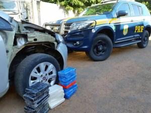 Read more about the article PRF prende homem que conduzia veículo com droga escondida em compartimento secreto | Vídeo