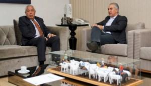 Read more about the article Reinaldo Azambuja discute projetos estratégicos com embaixador da Bolívia