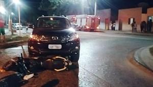 Read more about the article Duas pessoas ficam feridas em colisão entre carro e moto