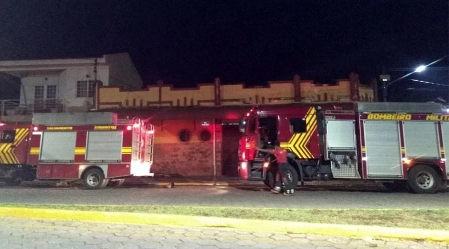 Read more about the article Princípio de incêndio em churrascaria no centro mobiliza equipe do Corpo de Bombeiros