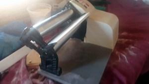 Read more about the article Mulher fica ferida após ter mão prensada em máquina de pastel