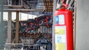 Read more about the article Combate a incêndio em atacadista da Capital já passa de 12 horas