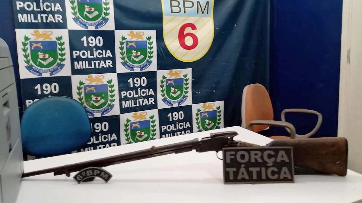 Read more about the article Homem é detido por ameaça e posse ilegal de arma de fogo