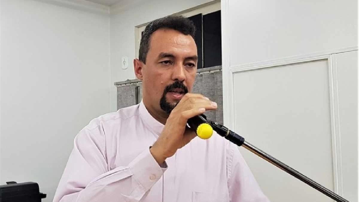 Read more about the article Câmara homenageia trabalho social desenvolvido pelo Padre Marco Antônio em Corumbá